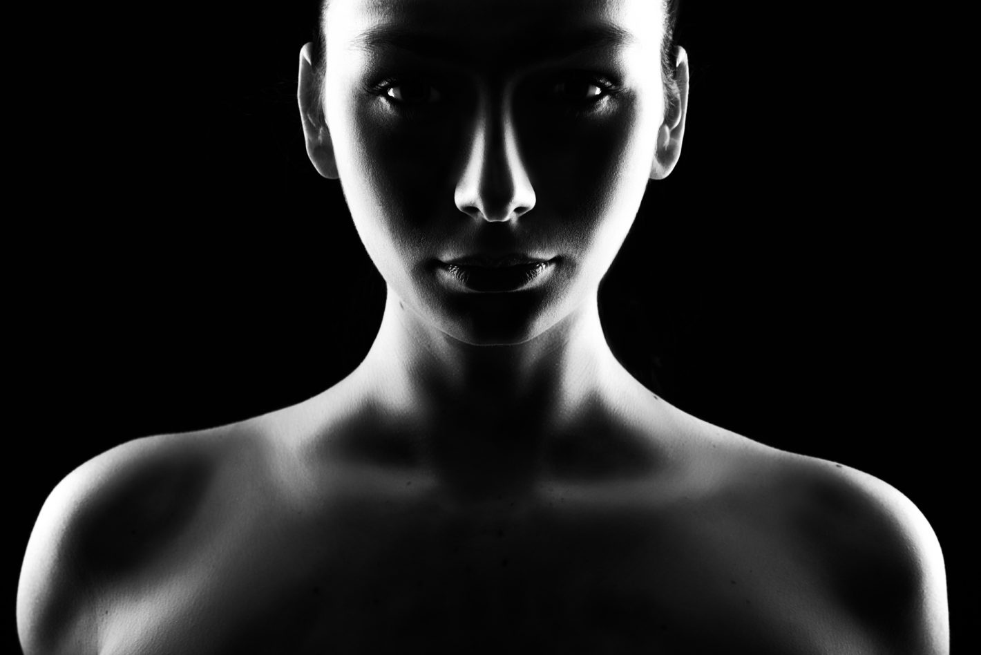 Nikon Clair-Obscur N°1 - Nicolas Dumas - « Dark Beauty » (Nikon D750, Nikkor 24-70 f/2.8 E, 55mm, 1/200 à f/ 9.0, ISO 100)