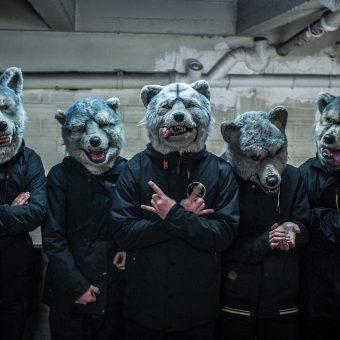Man With A Mission, 28 février 2013 (Nikon D4 - 35.0 mm f/1.4) C'est un groupe japonais. Ils sont très attentifs à leur image, le management derrière eux cultive le mystère. Il y a un système de validation des photos assez exigeant. Ils portent constamment ces masques de loups.