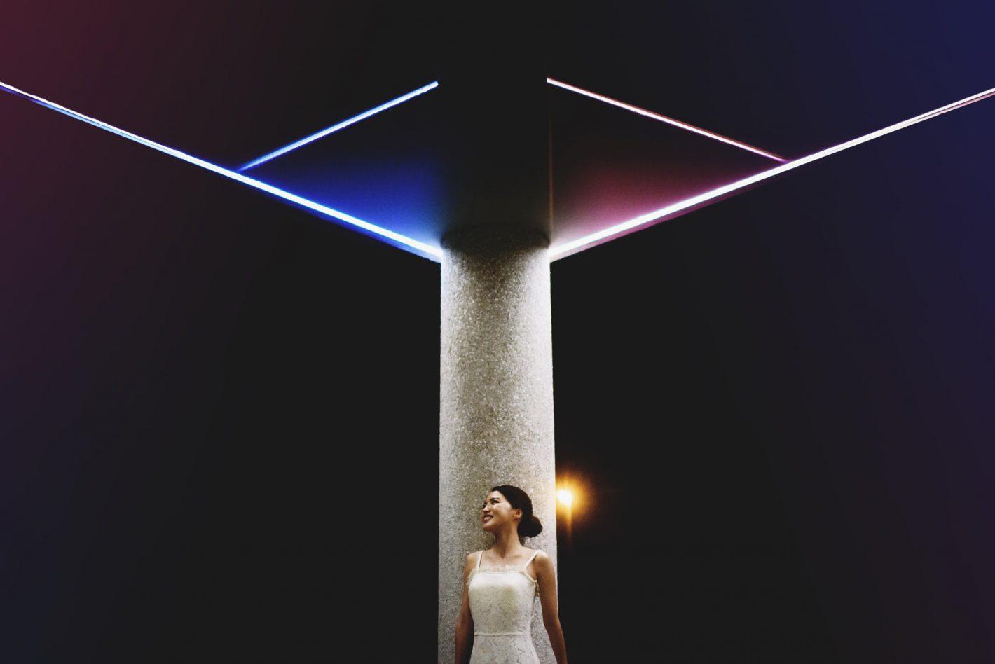Portrait de nuit sans flash de la mariée. D750, AF-S NIKKOR 35 mm f/1.4G, ISO 5000, 1/250 sec @ f/1.6