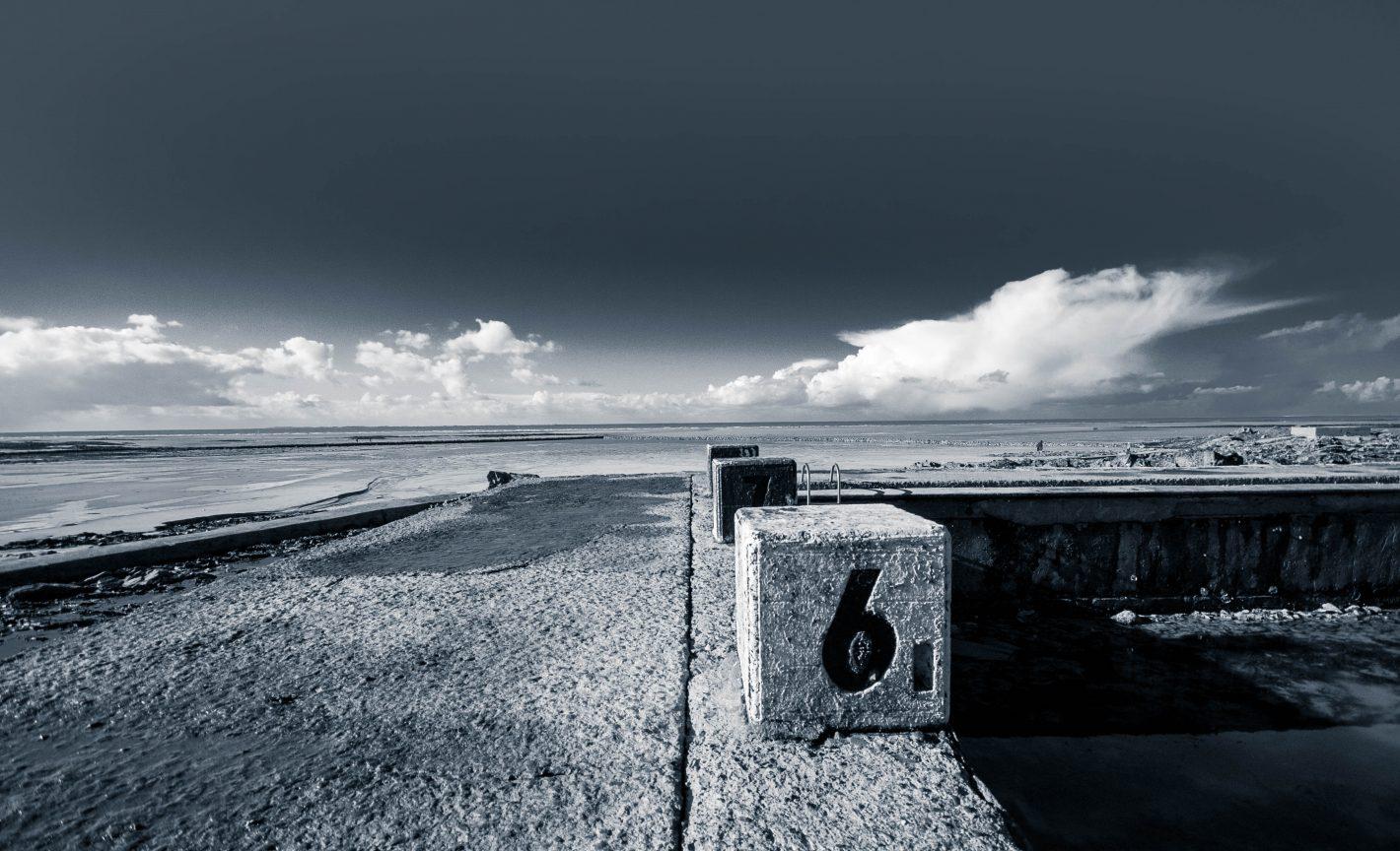 Nikon Voyages A l'heure où la marrée descend, la piscine naturelle de Granville se découvre