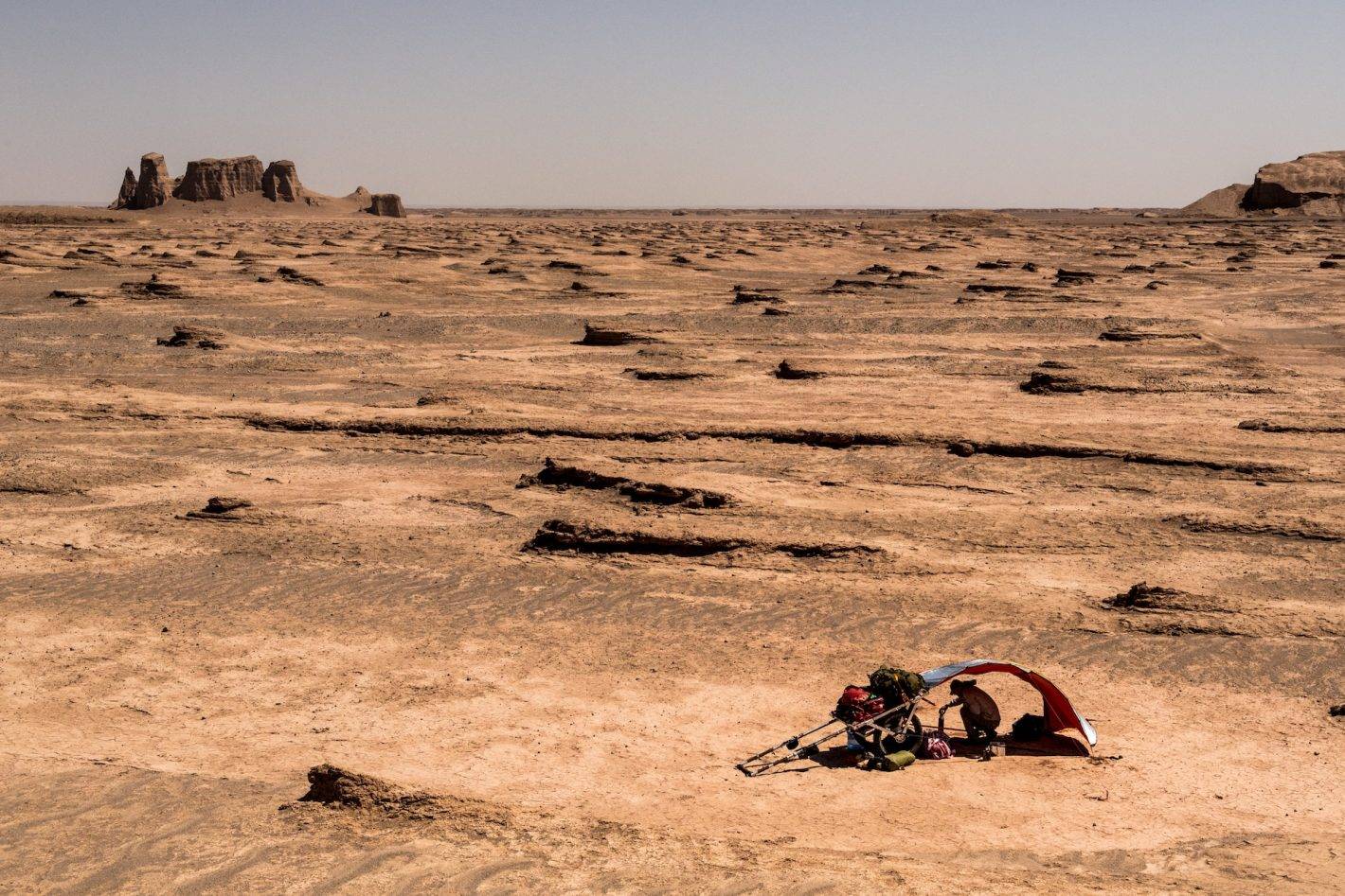 Expedition adaptation premiere partie dans le desert de Lut en Iran.