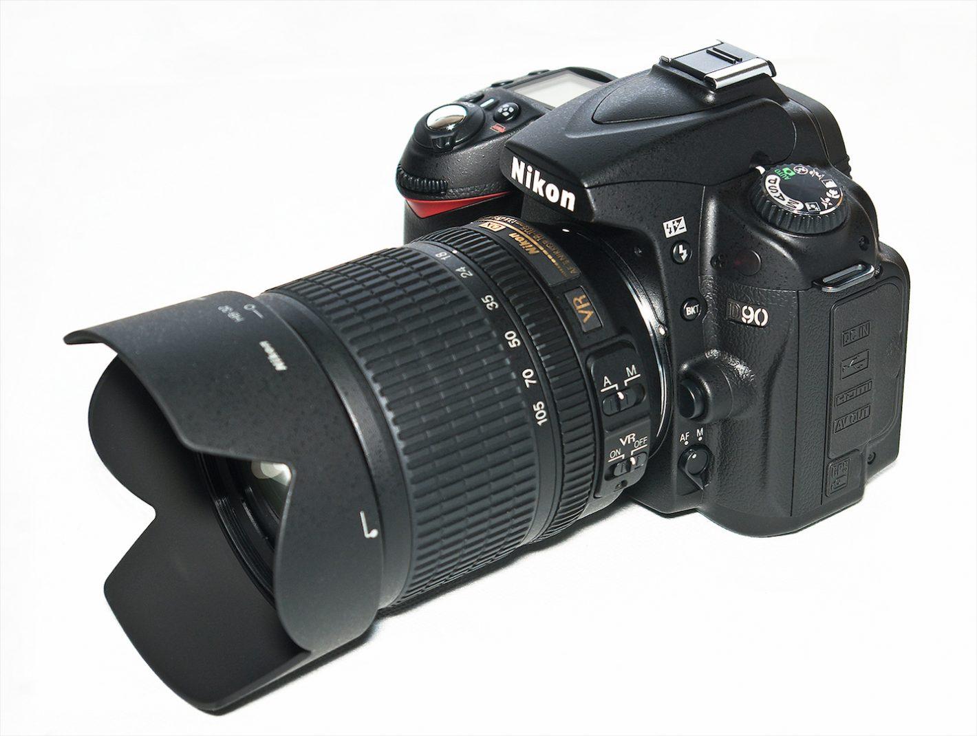 Boitiers Nikon D90 avec AFS Nikkor 18-105 mm