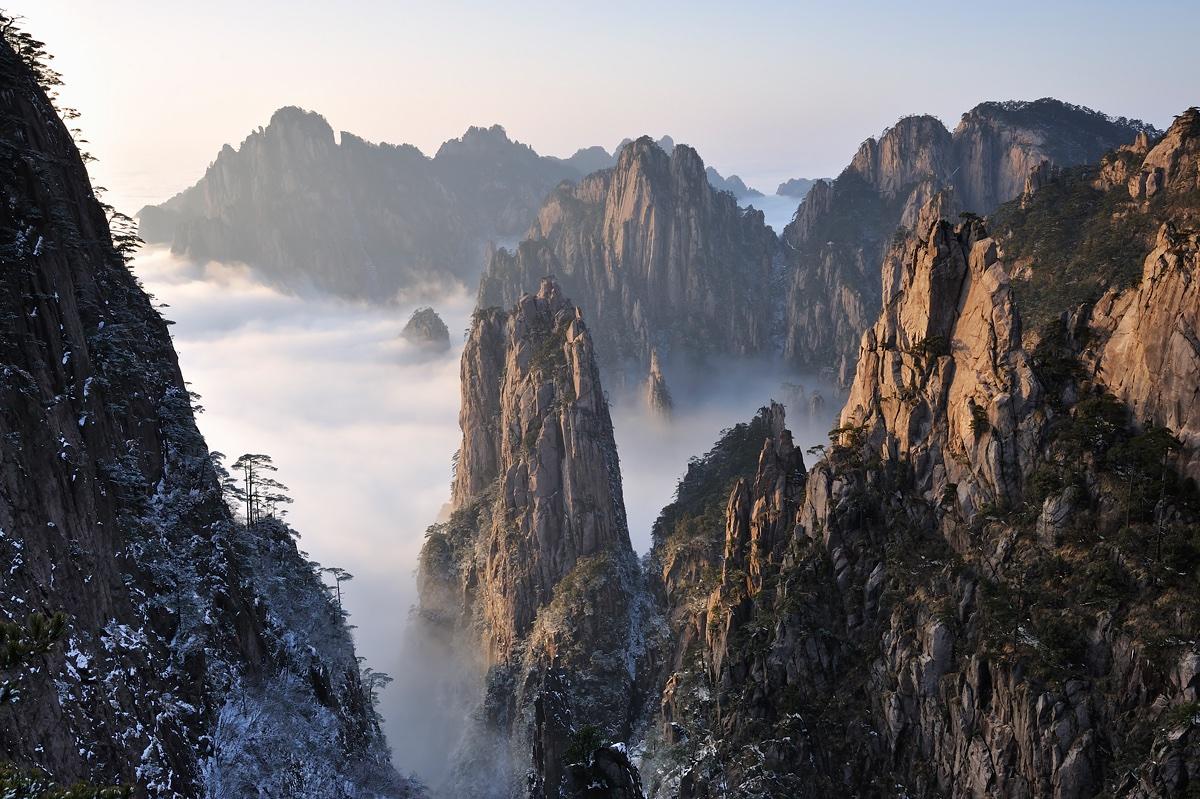 Paysage des montagnes jaunes (Chine) Huangshan scenery (China) Vallée du Pic des Pousses de Bambou Jumelles