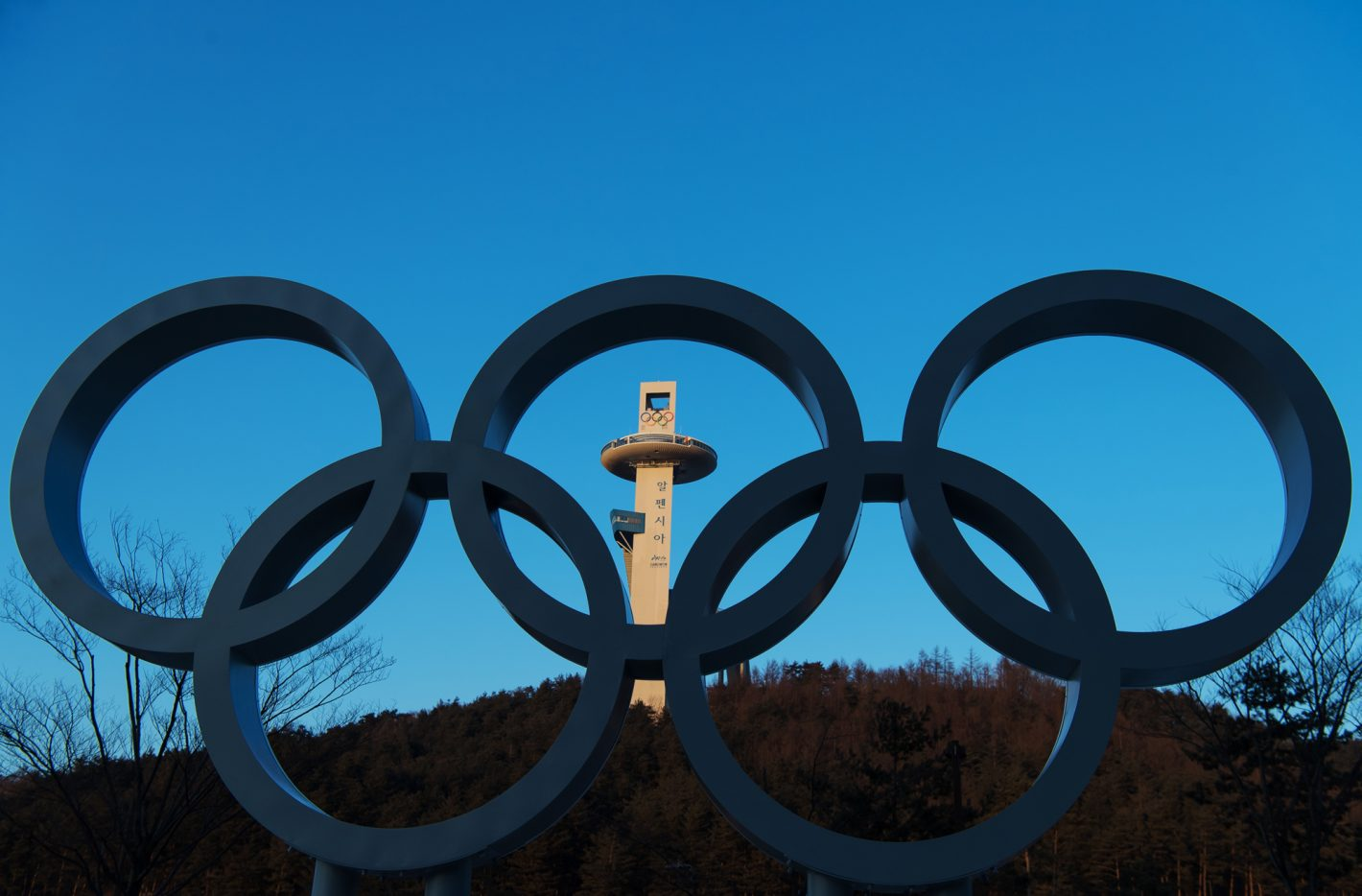 180204 The tower of the Alpensia Ski Jumping Centre is seen through Olympic Rings ahead of the 2018 Winter Olympics on February 4, 2018 in Pyeongchang. Photo: Joel Marklund / BILDBYRN / kod JM / 87597