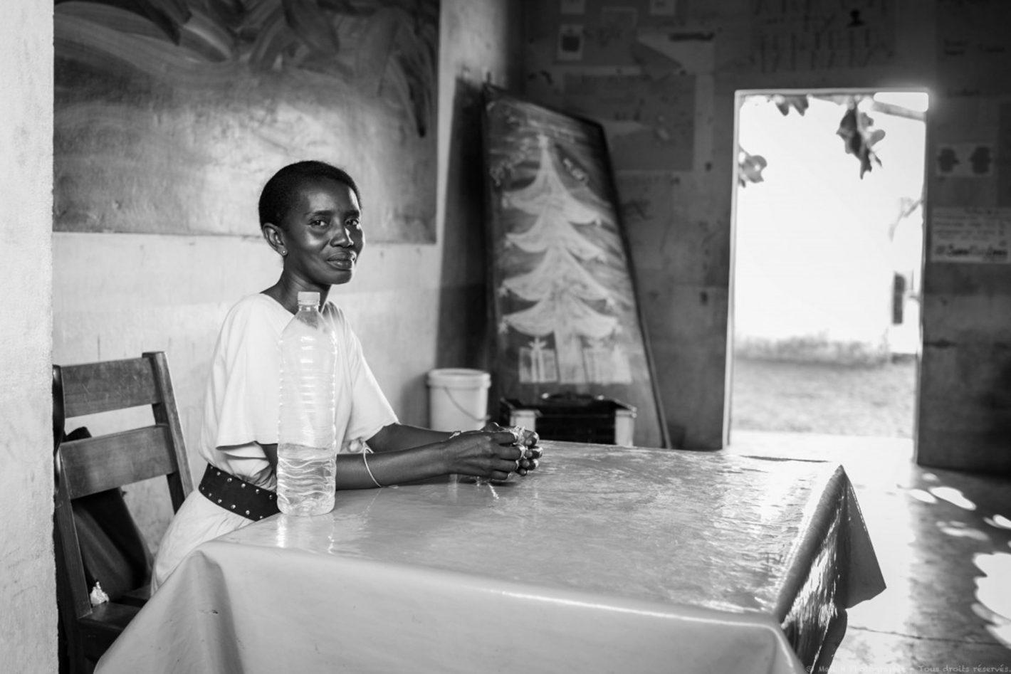 Ismail Hassanaly : Institutrice, en charge d'une classe d'environ soixante d'enfants, dans une Ecole Primaire Public à Madagascar. Toamasina, Tamatave, Madagascar.