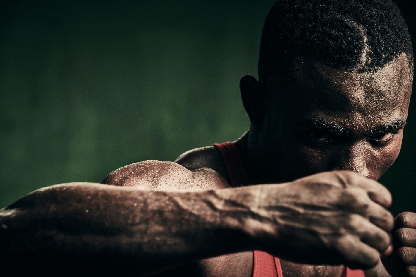 Nikon D850 - Ray Demski photographie la passion brutale des boxeurs de Bukom