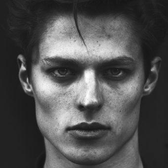 Découverte jeune talent : les portraits intemporels de Frédéric Monceau