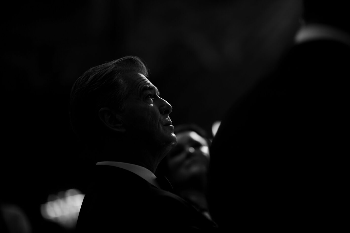 Pierce Brosnan par Anthony Ghnassia pour Cannes 2018