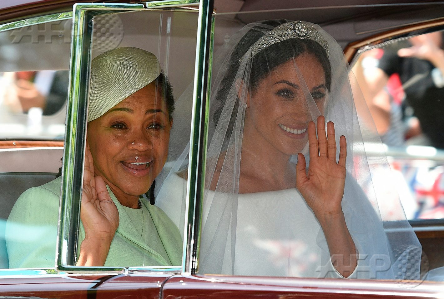 19 mai 2018 – Windsor, Royaume-Uni - Meghan Markle (R) accompagnée de sa mère, Doria Ragland, arrive pour la cérémonie de son mariage avec le Prince Harry, Duc de Sussex, à la chapelle St George du château de Windsor. AFP PHOTO / Oli SCARFF