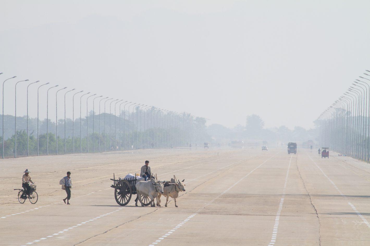 Des autoroutes à 20 voies ont été construites à NPT, au coeur de la brousse birmane.
