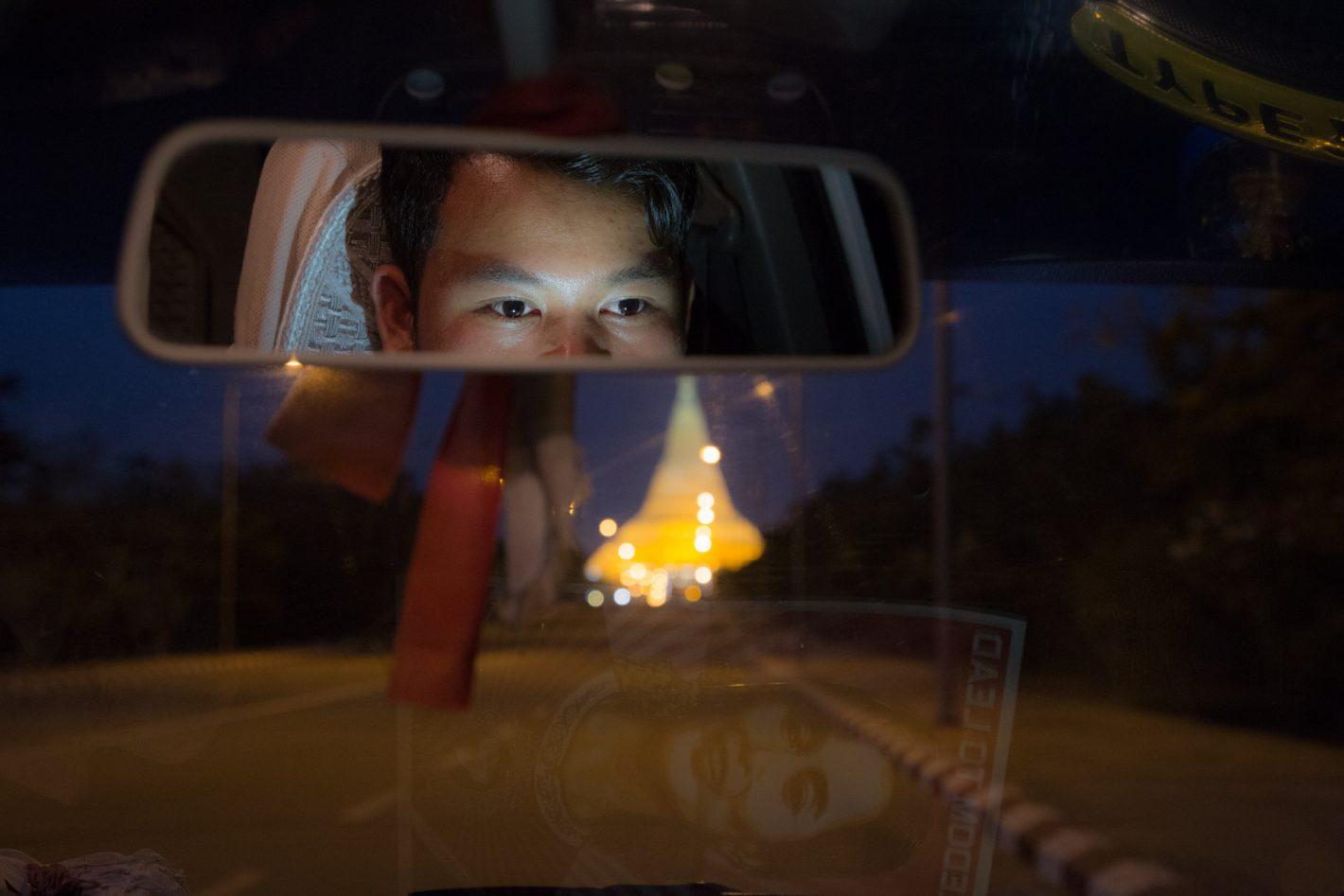 A Naypyitaw, devant la grande pagode, ce conducteur de taxi espère qu'Aung San Suu Kyi sera élue en 2015.
