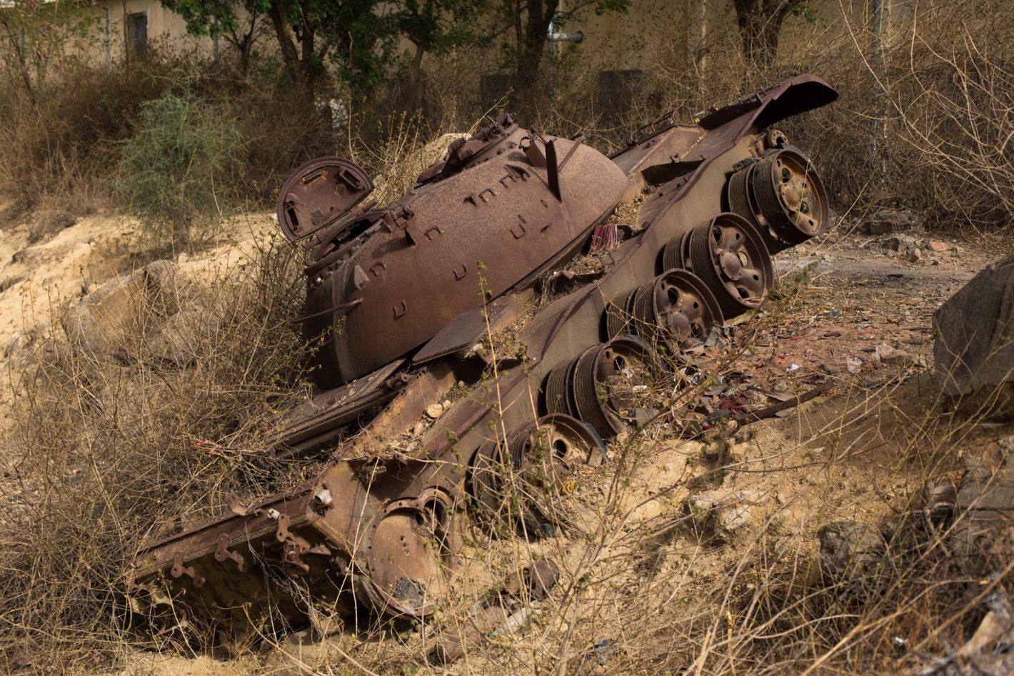 A lot of ethiopian tanks are scattering all the eritrean territory. / De nombreux tanks des ennemis éthiopiens parsèment le territoire érythréen.