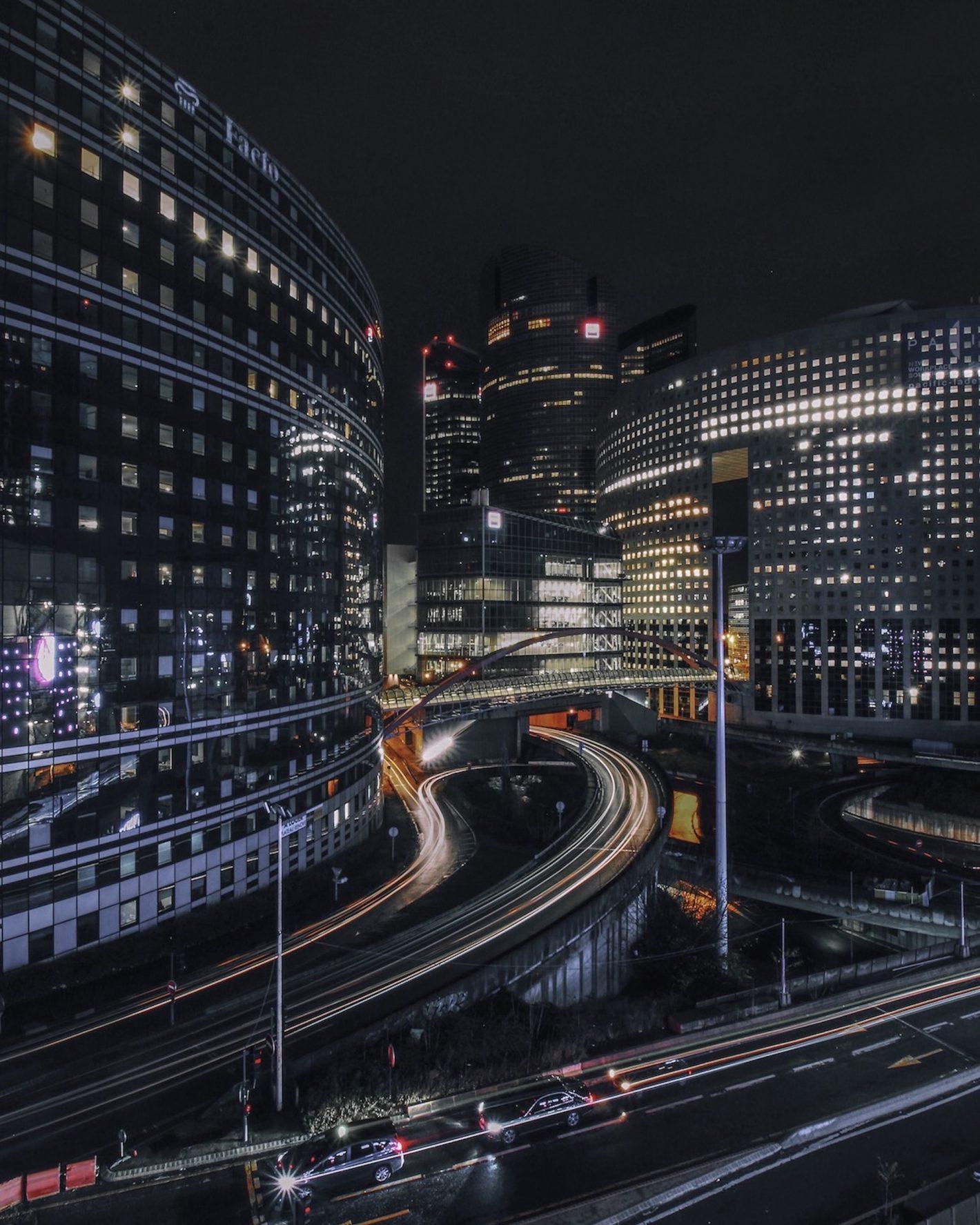 Balade nocturne dans la ville lumière à travers l'objectif de Frank Capra
