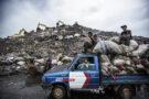 L'ampleur du problème des déchets plastiques à Jakarta – photo prise avec le D810 + AF-S Zoom-NIKKOR 17-35mm f/2.8D IF-ED | 1/640 s | f/3.2 | ISO 160 | © Kadir van Lohuizen