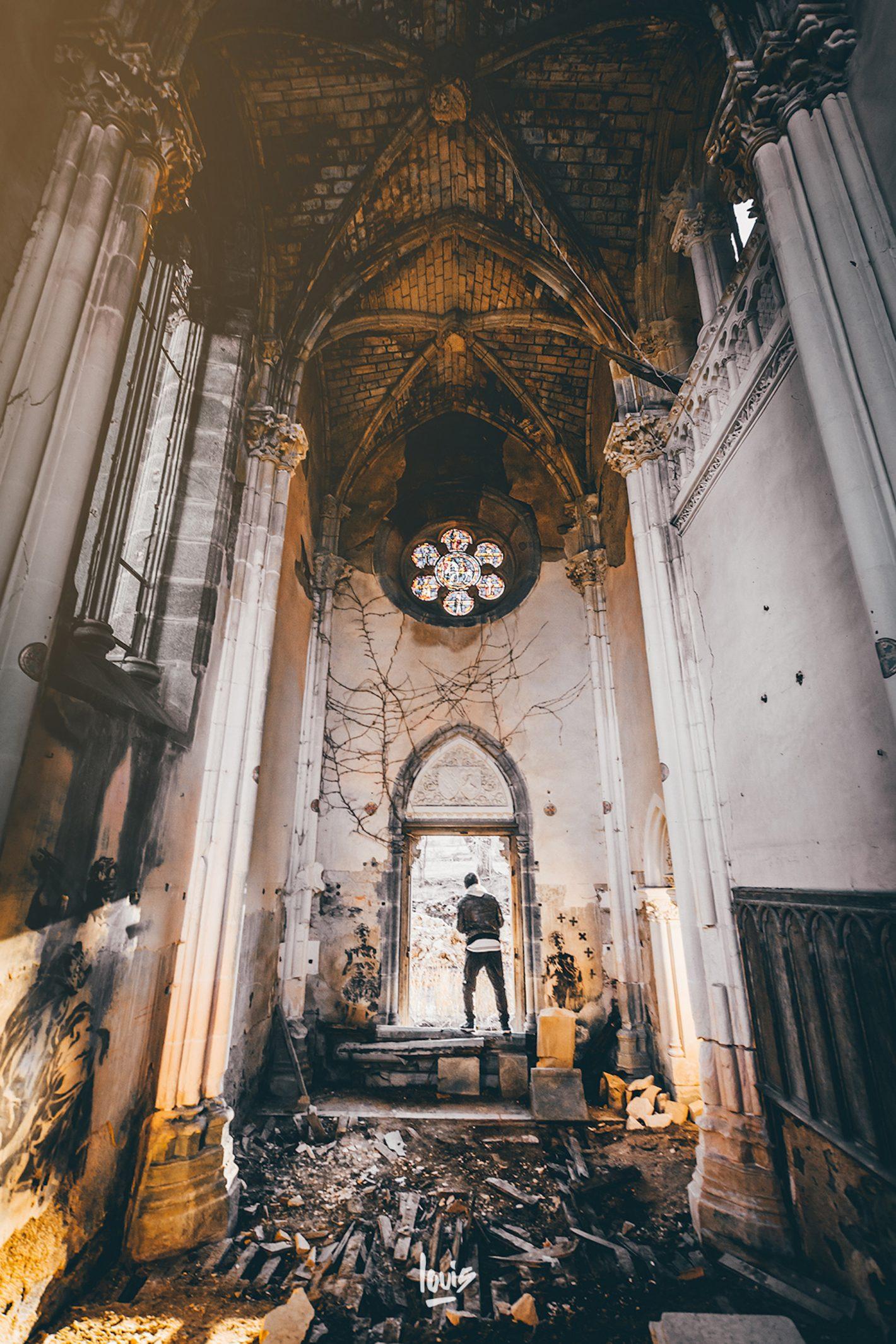 Les lieux abandonnés remplis d'histoires / Louis Maniquet