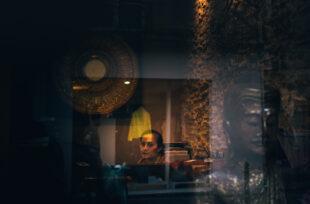 La poésie à travers les vitres vue par Yoel Reboh