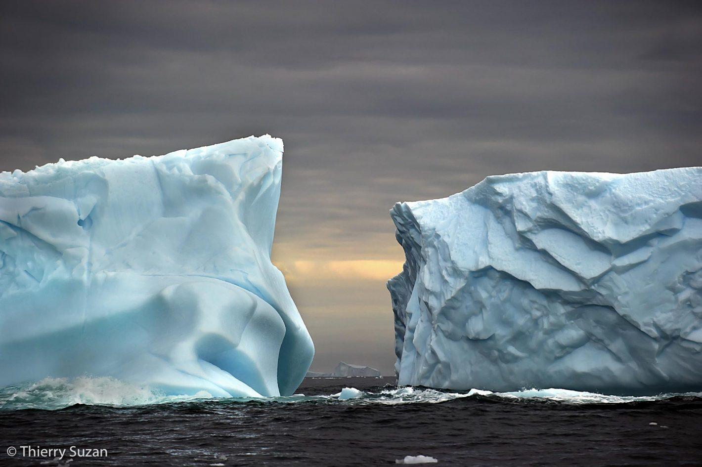 Icebergs tabulaires, mer de Weddell, Antarctique.