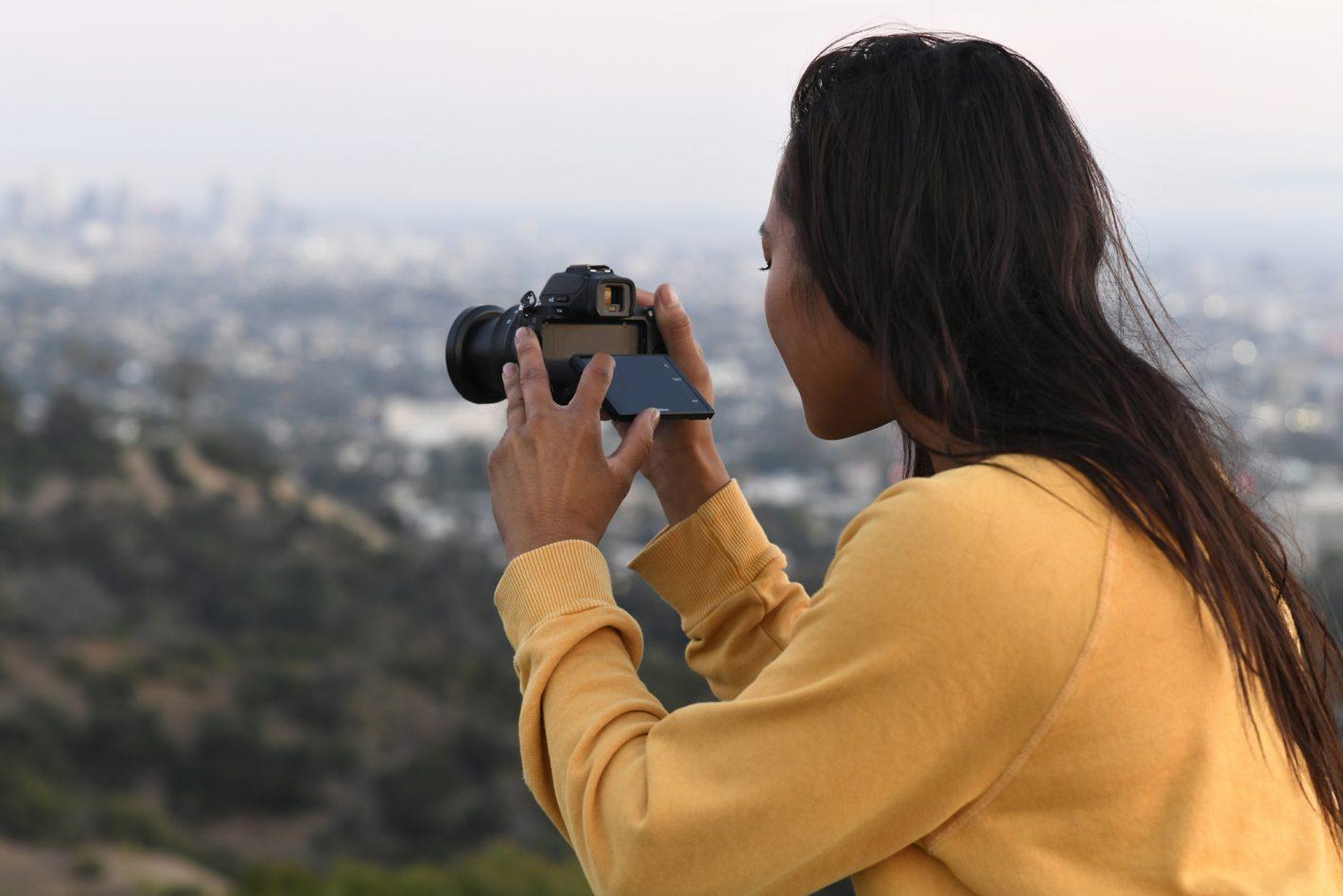 Nikon présente aujourd'hui le NIKON Z 50, le premier appareil photo hybride au format DX de la gamme Z, ainsi que les deux premiers objectifs zooms dédiés à ce boitier, les NIKKOR Z DX 16-50mm f/3.5-6.3 VR et NIKKOR Z DX 50-250mm f/4.5-6.3 VR. Nikon présente également aujourd'hui un objectif qui reflète toute l'expression de son savoir-faire en matière d'optique. Destiné aux appareils photo hybrides Nikon Z, le NIKKOR Z 58mm f/0.95 S Noct allie les performances du légendaire Noct en monture F et une conception optique révolutionnaire.