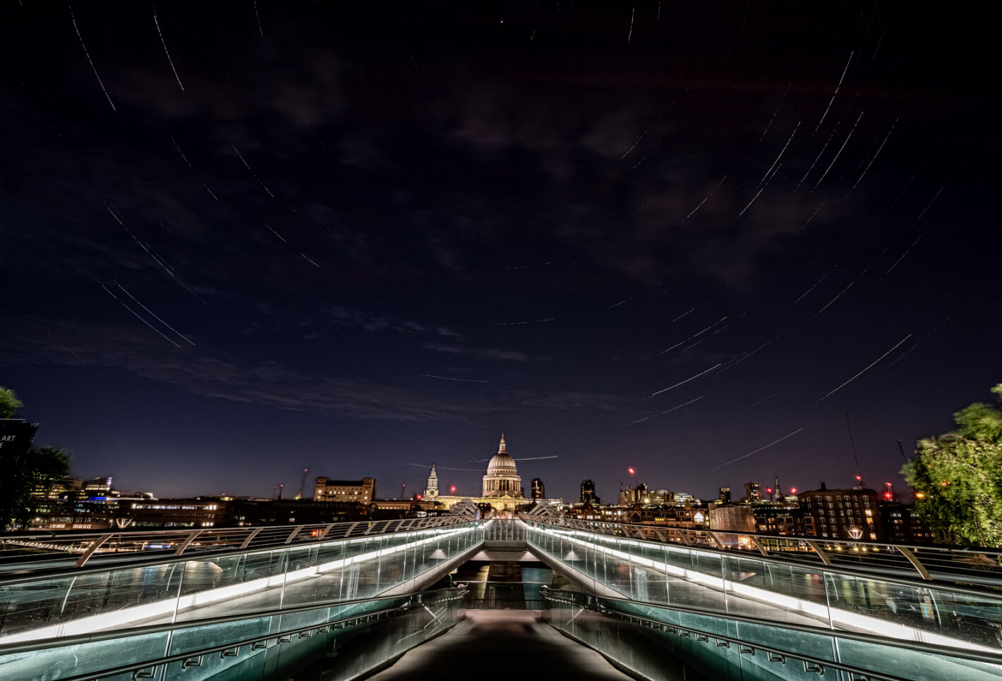 Londres Circumpolaire, Cathédrale St Paul, Millenium Bridge, Londres Sony A7III, 16-35mm, 20sec, 100 pix, 500iso, f11