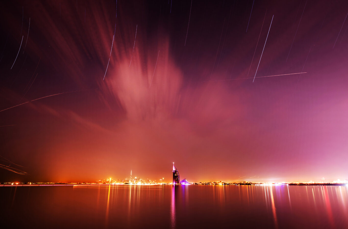 Dubai star show. Canon 6DmII, 16-35mm, 30sec, 120 pix, 400 iso, f7.1