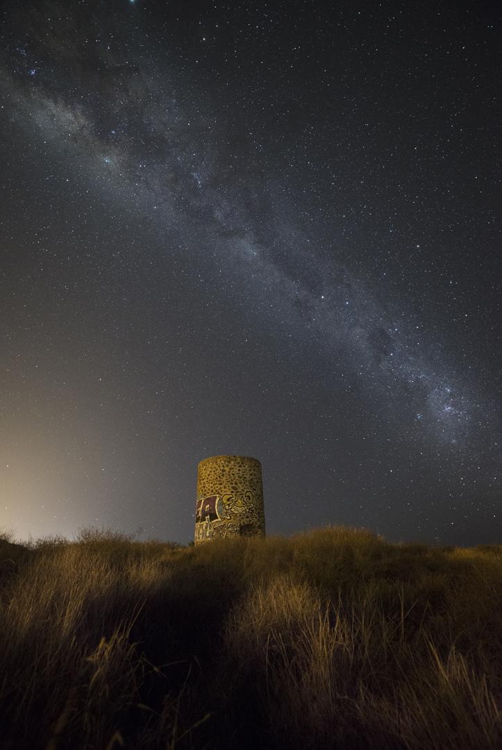 Le four à Chaux, Saint Leu (Pollution lumineuse en bas à gauche), Ile de la Réunion. Nikon D610, 14mm, 20 sec, 1 image, 3200 iso, f3.5