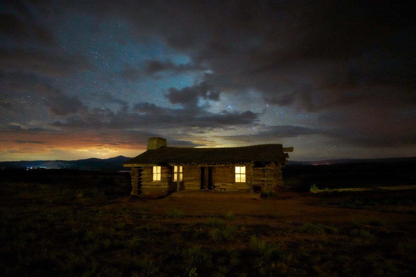 Phantom Cabin, Ghost Ranch in New Mexico. Sony a7RIV, 18mm, 20s, 1 exposure, ISO 10000, f2.8